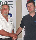 Hennie Prinsloo (left) thanks Robert de Scande for his presentation.